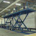 Arbeitsbühne, Einsatz in Baubereich. Traglast:  bis 5,0t, Nutzhub: 5,0 m, Plattform: 13,0 x 2,20 m